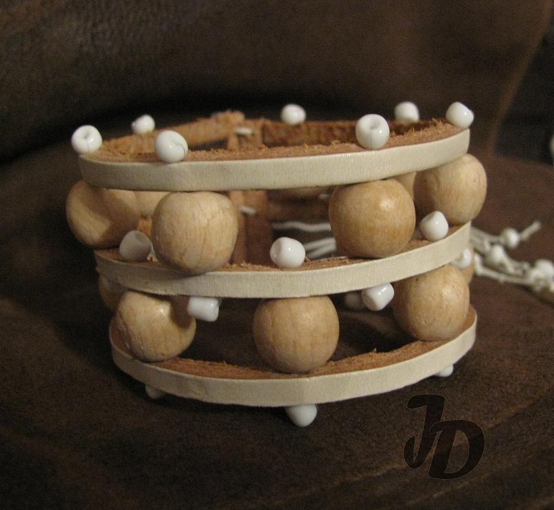 Кожаный браслет №41 - кожа, дерево, бисер