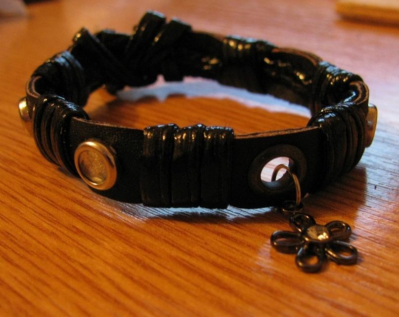 Браслет из кожи №9 - кожа, стразы, металл, декоративный шнур