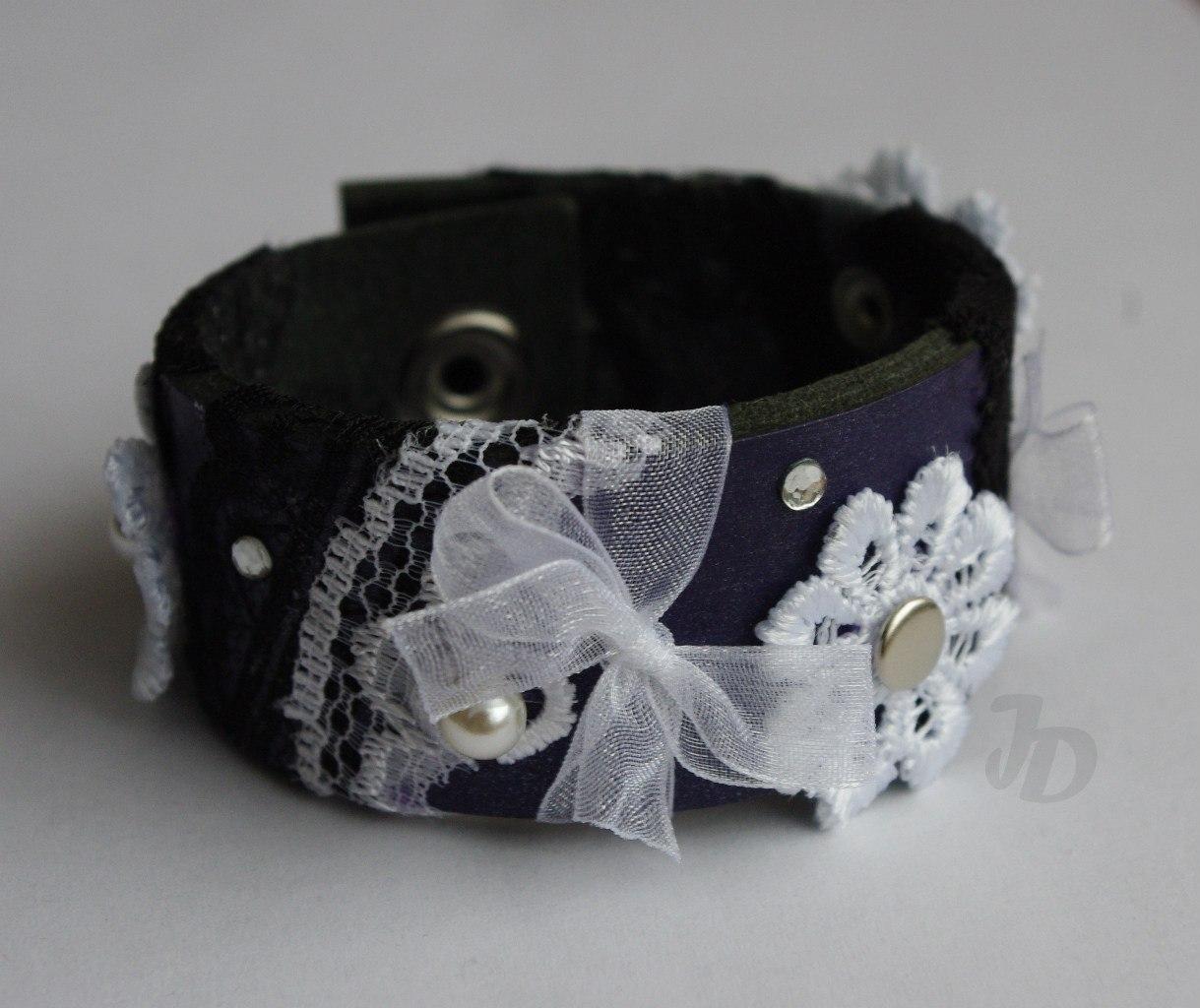 Кожаный браслет №94 - кожа, кружево, ленты, стразы, бусины