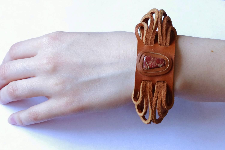 №110. Кожаный браслет с яшмой