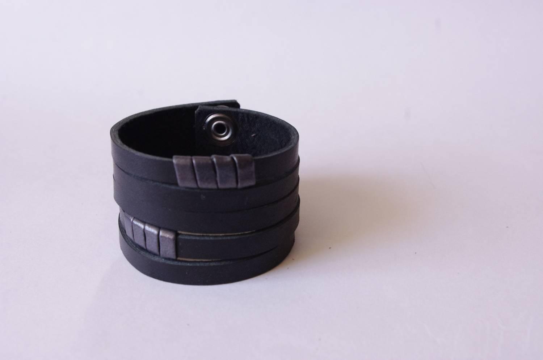 №122. Кожаный браслет
